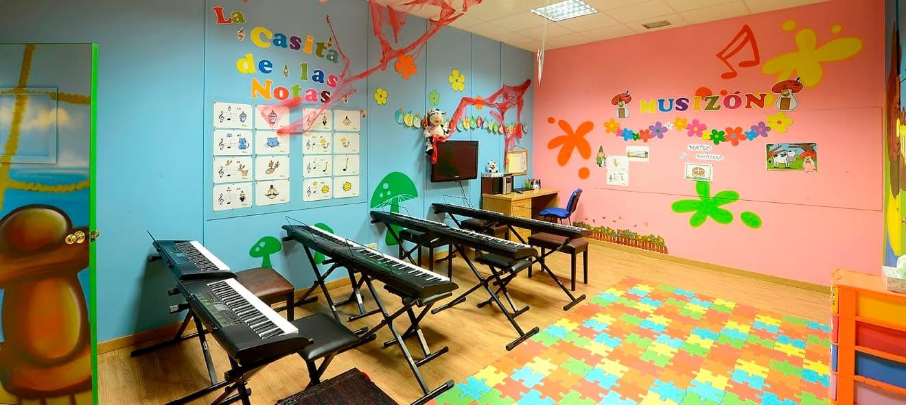 pontevedra-galeria-aulas05-tecnologia-musical-steinberg-cubase-nuendo-waves-audio-mayeusis-composición-canto-piano-jazz-vigo-conservatorio-mayeusis-superior-galicia-formacion
