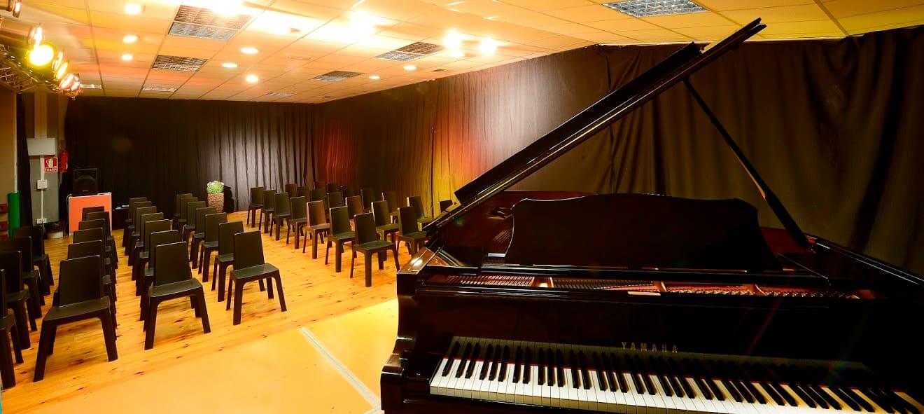 catuxa-pontevedra-galeria-aulas12-tecnologia-musical-steinberg-cubase-nuendo-waves-audio-mayeusis-composición-canto-piano-jazz-vigo-conservatorio-mayeusis-superior-galicia-formacion