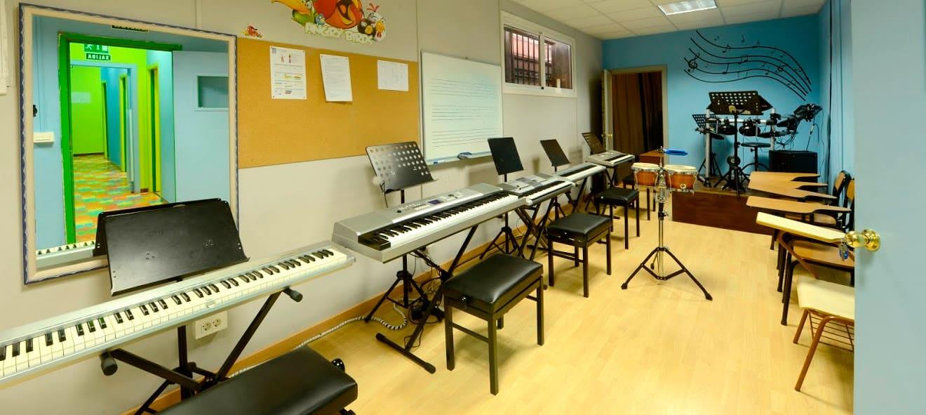 pintevedra-galeria10-aulas-tecnologia-musical-steinberg-cubase-nuendo-waves-audio-mayeusis-composición-canto-piano-jazz-vigo-conservatorio-mayeusis-superior-galicia-formacion